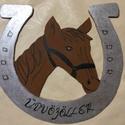 lovas kopogtató,ajtódísz, Dekoráció, Dísz, A mintát préselt faanyagból vágtam ki és akirllal festettem a lovat,  a patkót pedig ezüst ef..., Meska
