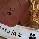 Kutyás ajtódísz, Otthon, lakberendezés, Állatfelszerelések, Ajtódísz, kopogtató, Préselt fából készítettem a kutyust.Akrillal festettem.Drót az akasztója.Fényes lakkal kezel..., Meska