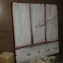 Rusztikus fali kulcstartó, Otthon, lakberendezés, Dekoráció, Mindenmás, Kulcstartó, Rétegelt falapra festettem. Matt lakkal kezeltem .Színe igény szerint változtatható. 24x 25,5 cm..., Meska