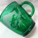 Yoda - kézzel gravírozott üvegbögre, Konyhafelszerelés, Dekoráció, Bögre, csésze, Üvegművészet, Ne csak az erő, Yoda is legyen veled :)  Sötétzöld, 3,3 dl üvegbögre.   Még egyedibbé, személyre sz..., Meska
