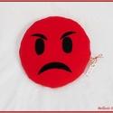 Emoji párna - haragos piros, Baba-mama-gyerek, Otthon, lakberendezés, Lakástextil, Párna, Varrás, Pihe - puha ölelgetni való kerek párnácska.  Piros színű puha polár anyagból készült, igényesen eld..., Meska
