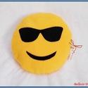 Emoji párna - napszemüveges, Baba-mama-gyerek, Otthon, lakberendezés, Lakástextil, Párna, Varrás, Pihe - puha ölelgetni való kerek párnácska.  Sárga színű puha polár anyagból készült, igényesen eld..., Meska