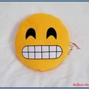 Emoji párna - vigyorgós, Baba-mama-gyerek, Otthon, lakberendezés, Lakástextil, Párna, Varrás, Pihe - puha ölelgetni való kerek párnácska.  Sárga színű puha polár anyagból készült, igényesen eld..., Meska