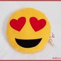 Emoji párna - szerelmes, Baba-mama-gyerek, Otthon, lakberendezés, Lakástextil, Párna, Varrás, Pihe - puha ölelgetni való kerek párnácska.  Sárga színű puha polár anyagból készült, igényesen eld..., Meska
