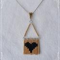Gyöngymedál - szívecskés, Ékszer, Medál, A szerelem, szeretet jelképe. Mint egy miniatűr képecske gyöngyökből kirakva. Jól mutat a med..., Meska