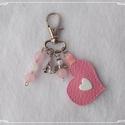 Védelmező, szerencsét hozó kulcstartó- vagy táskadísz - rózsakvarc, Dekoráció, Mindenmás, Kulcstartó, A karabíner segítségével díszítheted vele a kulcscsomódat vagy kedvenc táskádat. Rózsakvar..., Meska