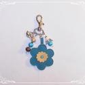 Cicás, virágos kulcstartó- vagy táskadísz - türkiz, Dekoráció, Mindenmás, Kulcstartó, A karabíner segítségével díszítheted vele a kulcscsomódat vagy kedvenc táskádat. Türkiz, p..., Meska