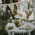 Esküvői füzér/bunting, Otthon & lakás, Esküvő, Dekoráció, Lakberendezés, Varrás, Egyedi tervezésű, rózsás , légies hangulatú füzérünk kb. 240 cm hosszú, a zászlók által foglalt ter..., Meska