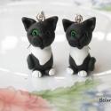 Fekete-fehér cica  fülbevaló, Ékszer, Fülbevaló, Fekete-fehér cicát készítettem,zöld szemekkel. Nikkelmentes fülbevaló alapra szereltem.  Ha m..., Meska