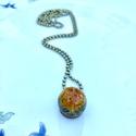 Pitypang medál-antik lánc, Ékszer, Nyaklánc, 1.6 cm átmérőjű ecogyanta golyóba zártam pitypangot.Antikolt sárgaréz medálra ragasztottam,..., Meska