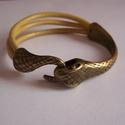 Bőr karkötő kígyóval, Ékszer, óra, Karkötő, Ékszerkészítés, A karkötő három okkersárga marhabőrből készült kígyókapoccsal.Bármilyen méretre elkészítem -a kosár..., Meska