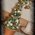 Örök grincsfa arany színben, Dekoráció, Ünnepi dekoráció, Karácsonyi, adventi apróságok, Karácsonyi dekoráció, Öök girncsfát készítettem műfenyőből, kaspóban, ez a dísz minden évben a karácsonyi aszt..., Meska