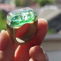 Emerald gyűrű - fa és üveg!, Ékszer, óra, Gyűrű, Egyedi üveg és fa kombinációjából született ez a vidám, zöld gyűrű.  A képen látható d..., Meska