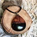 Csepp forma gyanta és fa nyaklánc , Ékszer, Nyaklánc, Medál, Kellemes meleg árnyalatú medál gyantából és fából.  Többféle zsinegszín közül lehet vá..., Meska