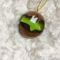 Zöld tisztás - gyanta és fa nyaklánc!, Ékszer, Nyaklánc, Medál, Egyedi zöldes gyanta medál fával kiegészítve. Csodaszép fényes megmunkált darab. A medálhoz..., Meska