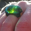 Smaragdzöld világ - gyanta és fa gyűrű - 18 mm , Ékszer, Gyűrű, Különleges zöldes árnyalatú, lekerekített fejű gyanta és fa gyűrű. Csodaszépen mutat a na..., Meska