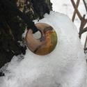 Diófa medál gyanta kiegészítéssel!, Ékszer, Nyaklánc, Medál, Egyedi kerek formájú gyanta és diófa medál. Fekete bőrszálon.  Átmérője: 3,5 cm  , Meska