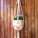 Makramé virágtartó, Otthon & Lakás, Dekoráció, Virágtartó, Csomózás, Natúr színű makramé kaspó, fa karikára fogatva. Hossza: 76 cm a karikával együtt. Karika 6 cm, Meska