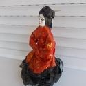 Szobor, egyedi lakásdekoráció, otthon, gésa, fekete, narancs, Dekoráció, Mindenmás, Otthon, lakberendezés, Dísz, Ez egy gésa szobor. Ragasztós technikával készült. Egyedi alkotás.   Felhasznált anyagok: tex..., Meska