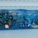 falikép, textil falikép, tengeri kép, delfines kép, teknős, kék kép, , Dekoráció, Otthon, lakberendezés, Kép, Falikép, Festett tárgyak, Újrahasznosított alapanyagból készült termékek, Ezt a textilképet  fa alapra építettem.  Ragasztós technikával készült. Egy vidám tengeri jelenet l..., Meska
