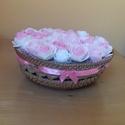 Rózsaszín rózsa kosár, Dekoráció, Otthon, lakberendezés, Dísz, Asztaldísz, Virágkötés, Kosárkát töltöttem meg fehér és rózsaszín habrózsával. A kosarat rózsaszín selyemszalaggal kötöttem..., Meska