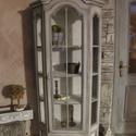 Vintage Provance üveges vitrin, fából, Bútor, Szekrény, Egyedi festési technikával készült fa szekrény., Meska