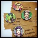 Művészi kitűzők, Ékszer, Képzőművészet, Ruha, divat, cipő, Bross, kitűző, Mindenmás, Imádott Frida Kahlo portrékat válogattam össze s készítettem el házi kitűzőgépemmel.Egy kitűző mére..., Meska