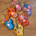 Filc mexikói stílusú kulcstartó, Mindenmás, Dekoráció, Karácsonyi, adventi apróságok, Kulcstartó, Ünnepi dekoráció, Ajándékkísérő, képeslap, Aki szereteni a mexikói feelinget,annak a legjobb apró ajándék ez a kis koponyás kulcstartó. Filcből..., Meska