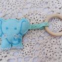 Elefánt csörgő fa karikával, Elefánt csörgő, szivacs béléssel, fa karikáv...
