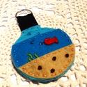 Akvárium kulcstartó Swarovski gyönggyel, Kedves kis akvárium kulcstartó, filcből készü...