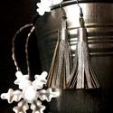 Textilbőrből készült rojtos fülbevaló, Ékszer, Fülbevaló, Mindenmás, A bgdesign táskákhoz illő, textilbőrből készült rojtos fülbevaló.  Elérhető színek: arany, ezüst, m..., Meska
