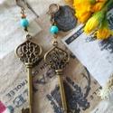Türkiz kulcs hosszú fülbevaló, Ékszer, Szerelmeseknek, Fülbevaló, Ballagás, 10,5cm hosszú fülbevaló kis türkiz és arany gyönggyel. Az akasztó puha állítható fém., Meska