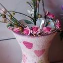 Tavaszi dekor piros szív íves váza, dekupázsolt, Otthon, lakberendezés, Dekoráció, Kaspó, virágtartó, váza, korsó, cserép, Decoupage, szalvétatechnika, Tavaszi dekor piros szív íves váza, dekupázsolt. Mérete: magasság 19 cm, átmérő 14 cm.   Finom, pas..., Meska