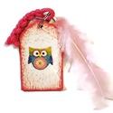 Bagoly fa kulcstartó csomózott zsinórral és madár tollal pink. Ajándék gyermeknapra, szülinapra, névnapra, ballagásra, Mindenmás, Gyereknap, Ballagás, Kulcstartó, Bagoly fa kulcstartó csomózott zsinórral és madár tollal - pink . Ajándék szülinapra, névna..., Meska