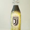 Juventus foci rajongói csatos szögletes italos dísz- és használati üveg, Konyhafelszerelés, Férfiaknak, Focirajongóknak, Sör, bor, pálinka, Decoupage, transzfer és szalvétatechnika, Juventus foci rajongói csatos szögletes italos dísz- és használati üveg. (1l )  Ital és foci kedvel..., Meska