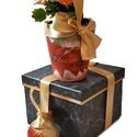 Karácsonyi mikulásvirágos kaspó és karácsonyfa dísz díszdobozban., Dekoráció, Otthon, lakberendezés, Ünnepi dekoráció, Kaspó, virágtartó, váza, korsó, cserép, Decoupage, transzfer és szalvétatechnika, Karácsonyi mikulásvirágos kaspó és karácsonyfa dísz (karácsonyi üveg gömb) díszdobozban. (Mikulás v..., Meska