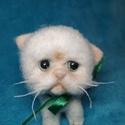 Cica, Száraz tűnemezeléssel készült drótvázra. Ma...
