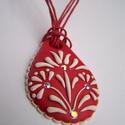 Magyar népies mintás piros-fehér nyaklánc-fülbevaló szett 1