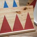 Könyvtámasz Rózsaszín háromszög, Baba-mama-gyerek, Bútor, Gyerekszoba, Gyerekbútor, Famegmunkálás, Mindenmás, Fenyőből készült könyvtámasz / tablet tartó- geometrikus mintával. Gyerekbarát festékkel kezelve.  ..., Meska