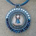 """Kék ruhás """"Gorjuss"""" kislányos medál , Ékszer, Medál, Nyaklánc, A 25mm nagyságú cabochont gyöngy hímzéssel foglaltam be saját ötlet alapján. Ez a cabochon a..., Meska"""
