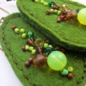 Fülbevaló (zöldek), Ékszer, Fülbevaló, Filcből, gyöngyből készítettem fülbevalót.Szélessége: 2,5 cm hosszúság:kb.4cm  , Meska