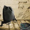 Koptatott hatású fekete műbőr Tornazsák álomfejtő mintás belsővel, Táska, Hátizsák, Tarisznya, 40*45 cm-es koptatott hatású fekete műbőrből készült tornazsák.  Bélése álomfejtő mintá..., Meska