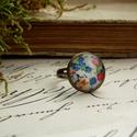 Tarka virágos, üveglencsés gyűrű, vintage, tavasz, Ékszer, óra, Gyűrű, Tarka virágos, tavaszi gyűrűt készítettem üveglencse, mintás papír és nikkelmentes antikolt..., Meska