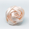 Rózsa hajgumi, Ékszer, Ékszerszett, Mobilékszer, Varrás, Barack színű hajgumi.  Szatén szalagból készített rózsa, fehér hajgumihoz rögzítve. Elsősorban kisl..., Meska