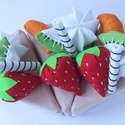 Gyümölcsös torta szelet, Baba-mama-gyerek, Játék, Baba-mama kellék, Készségfejlesztő játék, Gyümölcsös torta szelet - szivacs betéttel, pamutvászon külsővel. A díszítés levehető, í..., Meska
