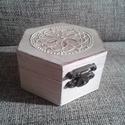 Fehér mandalás doboz II., Otthon, lakberendezés, Tárolóeszköz, Doboz, Láda, Festett tárgyak, Vintage hangulatú, fehér mandalás dobozkát készítettem, egy kis arany csillogással. A doboz átmérőj..., Meska