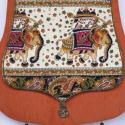 AKCIÓS!! Elefántos, narancssárga válltáska, Táska, Ruha, divat, cipő, Baba-mama-gyerek, Válltáska, oldaltáska, Varrás, Hímzés, Narancssárga kordbársonyból készült csepp formájú táska, melynek elejét nyomott mintás anyagból kés..., Meska