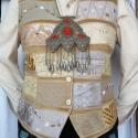 Drapp színű mellény, Ruha, divat, cipő, Mindenmás, Női ruha, Felsőrész, póló, Rátétes technikával készült, elején és hátán formázó varrásokkal elkészített mellény...., Meska