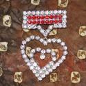 Fehér-piros strasszos kitűző, Ékszer, Esküvő, Ruha, divat, cipő, Bross, kitűző, Fehér és piros strasszkövekből készült, alkalmi kitűző. A kitűző hát oldala, ezüst színű, fém alkatr..., Meska