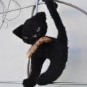 Blackie a fekete szárnyas plüss cica, Cicaságok... Ez a cica első ránézésre kissé ...